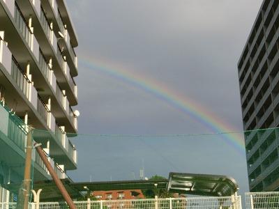 ハウス右側の虹