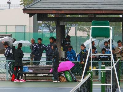 雨で中断のベンチ
