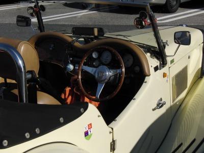 MG運転席