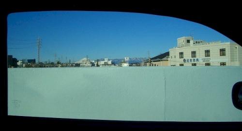 スカイラインの窓
