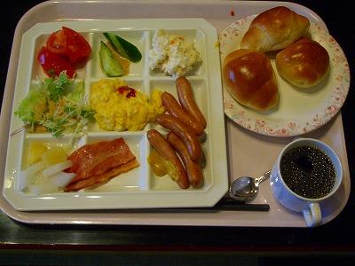 朝食は軽めに